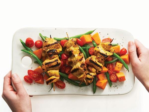 Grilled skewered honey-turmeric chicken with fresh veggies