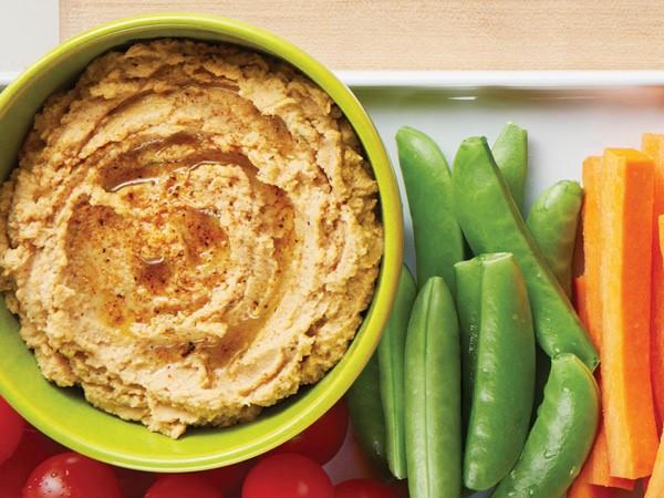 Hummus on veggie tray