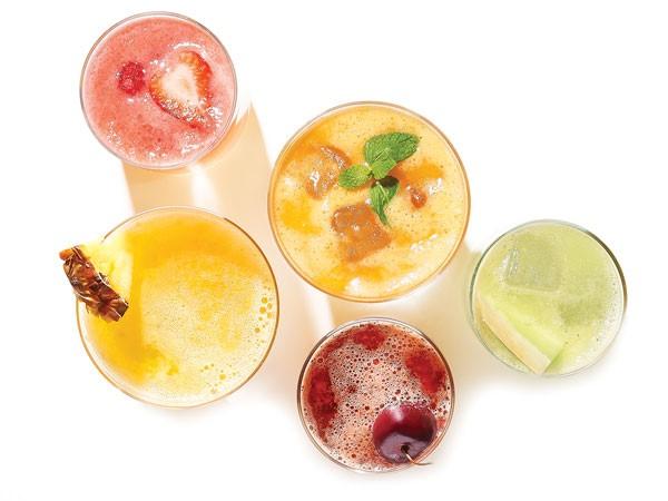 Glasses of fresca garnished with fresh fruit