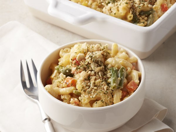 Mac and cheese with veggies and crushed oyster crackers