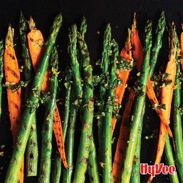 Spears of asparagus and grilled carrots with fresh herbs